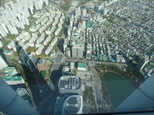 L'ombre de Lotte Tower indique la direction